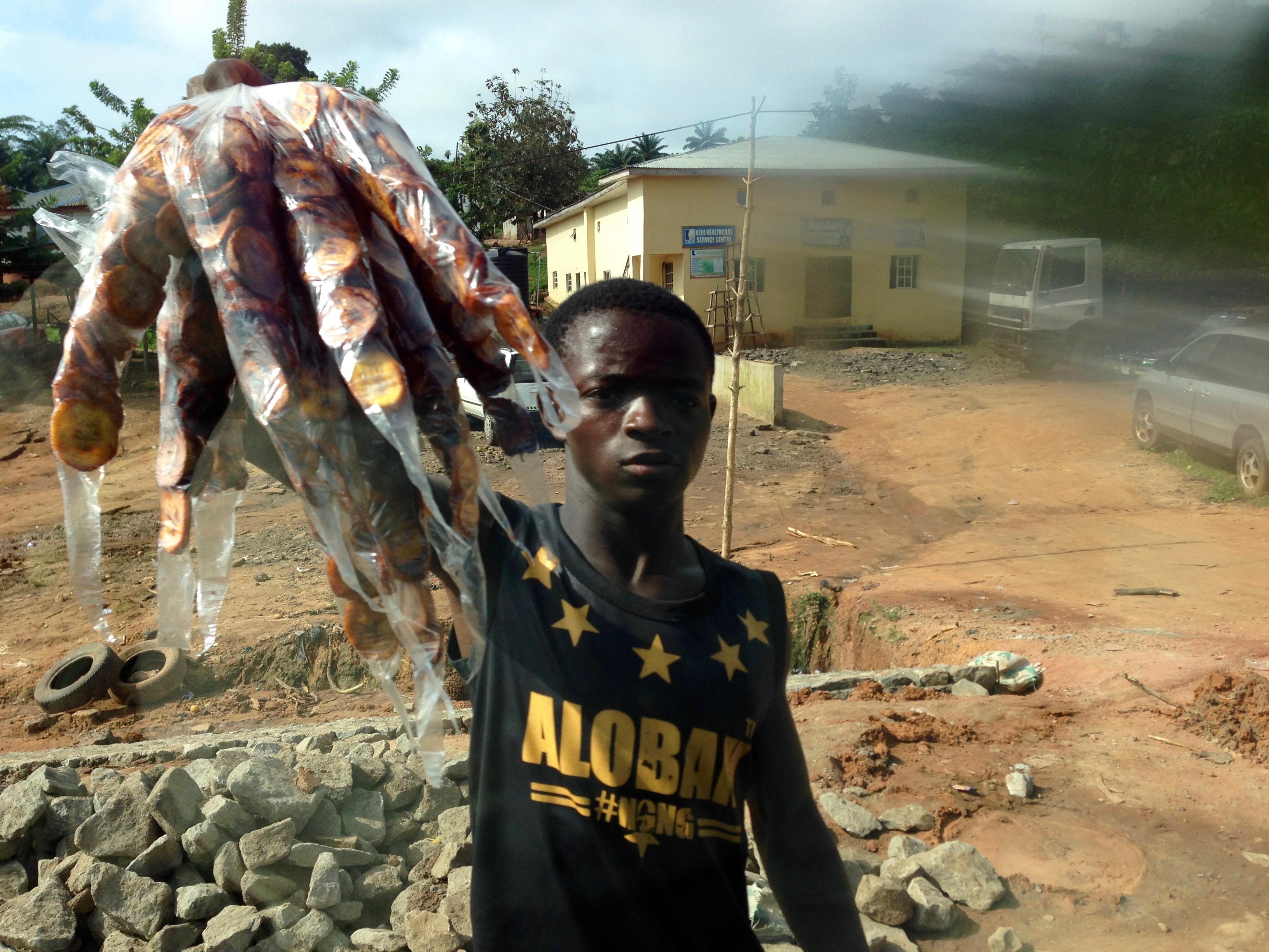 Roadside hawking fried plantains in Igbara Oke, Ondo, Nigeria. #JujuFilms