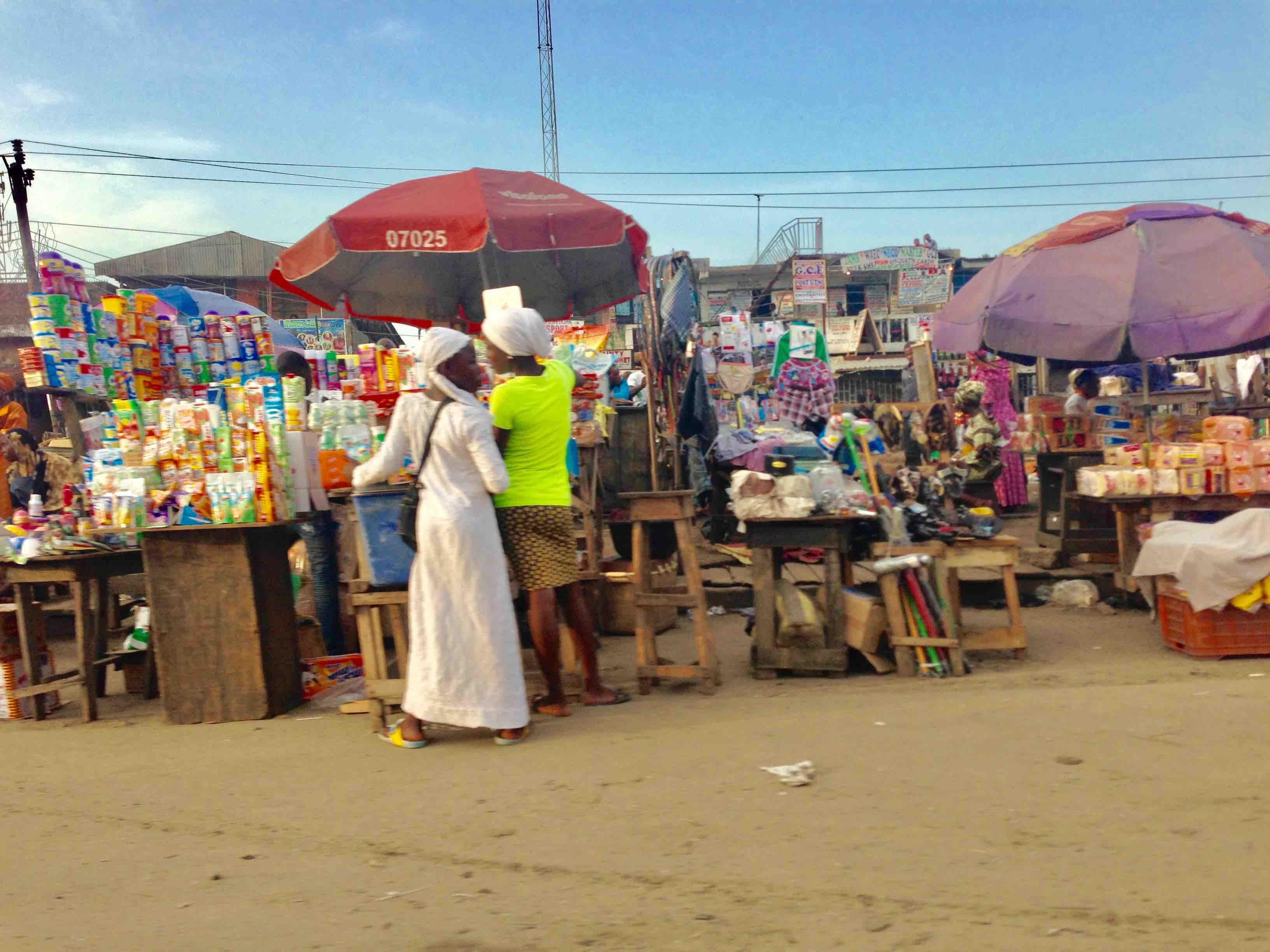 Roadside market scene, Lagos - Badagry Expressway, Lagos State, Nigeria. #JujuFilms