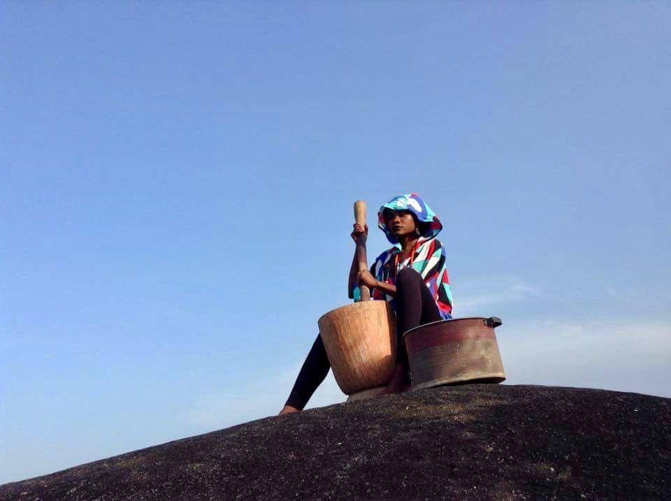 Gbagyi Woman pounding yams in Ushafa Village, FCT, Abuja, Nigeria. #JujuFilms