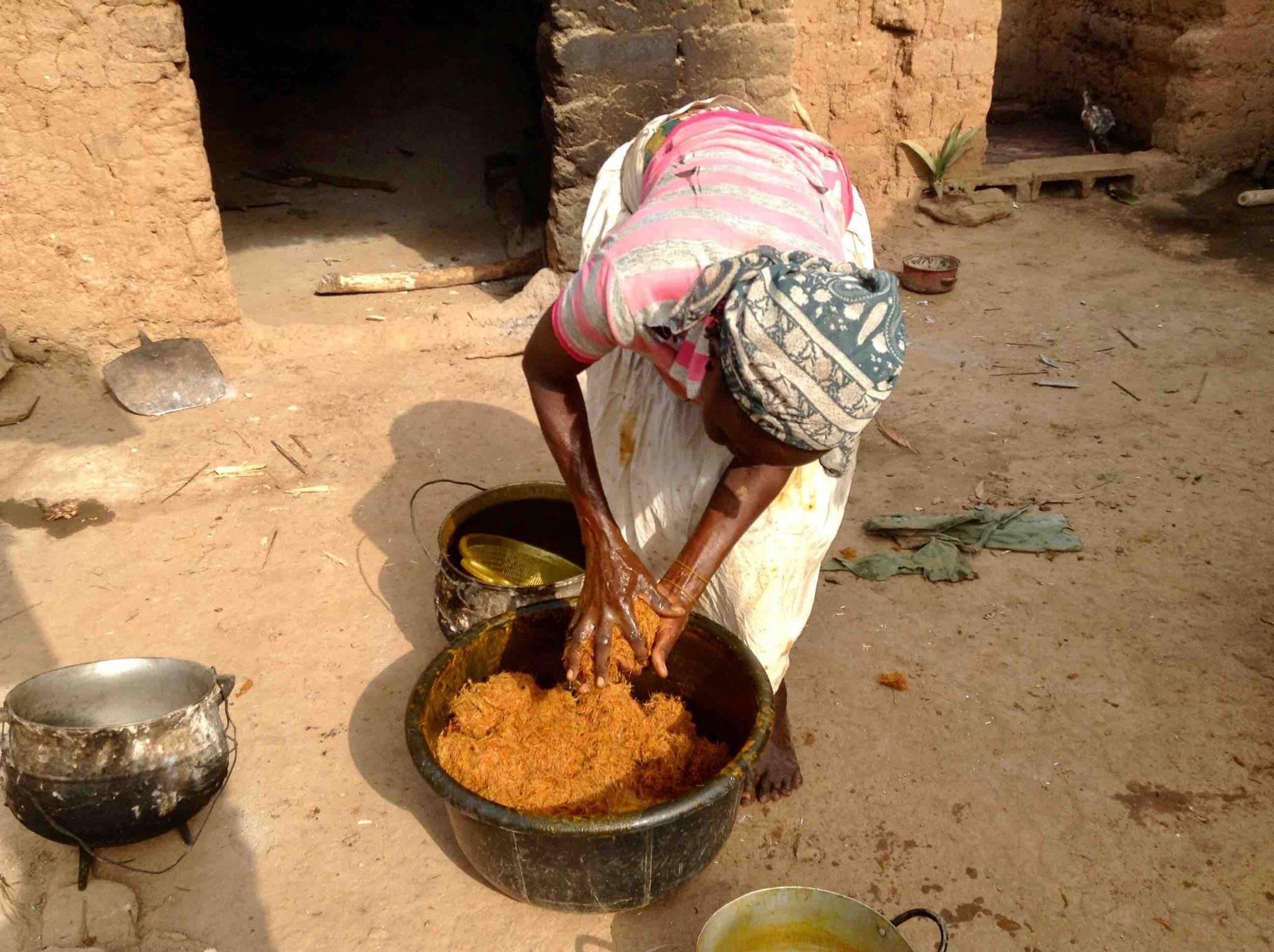 Eggon woman making palm oil in Langa Langa Village, Nasarawa State, Nigeria. #JujuFilms
