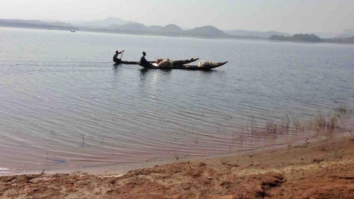 Fishermen canoeing on Usuma Lake, Ushafa, FCT, Abuja, Nigeria. #JujuFilms