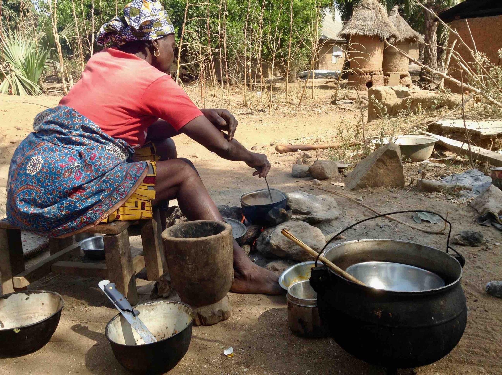 Eggon woman cooking lunch in Langa Langa Village, Nasarawa State, Nigeria. #JujuFilms