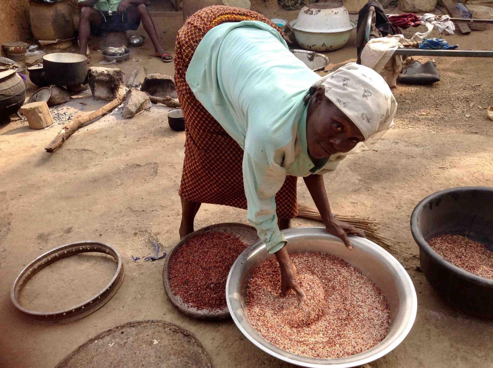 Eggon woman sifting maize in Langa Langa Village, Nasarawa State, Nigeria. #JujuFilms