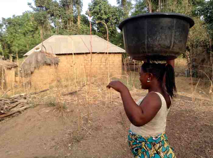 Gwandara woman fetching water in Langa Langa Village, Nasarawa State, Nigeria. #JujuFilms