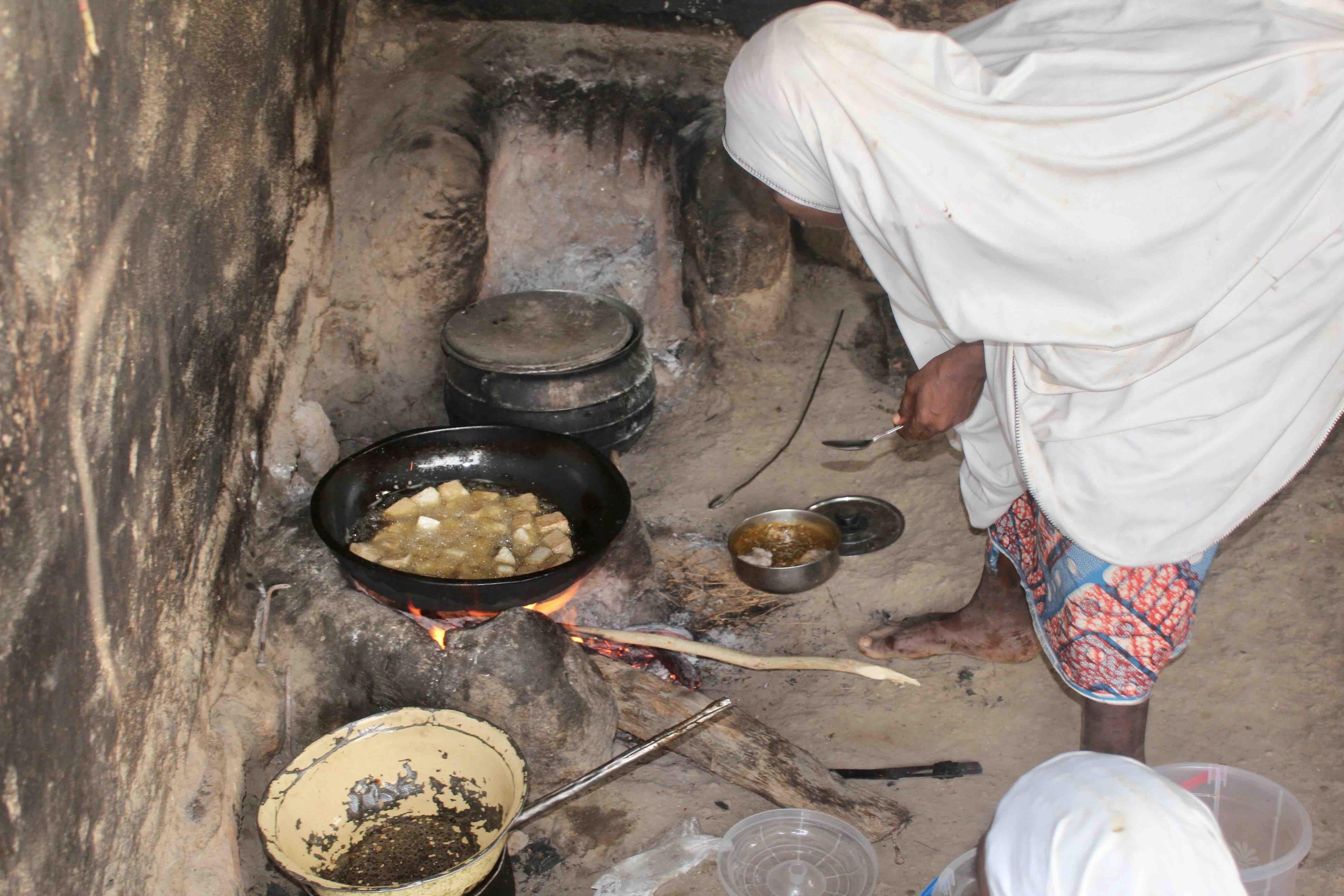 Fulani Woman frying Awara (Tofu), Langa Langa Village, Nasarawa State, Nigeria. #JujuFilms