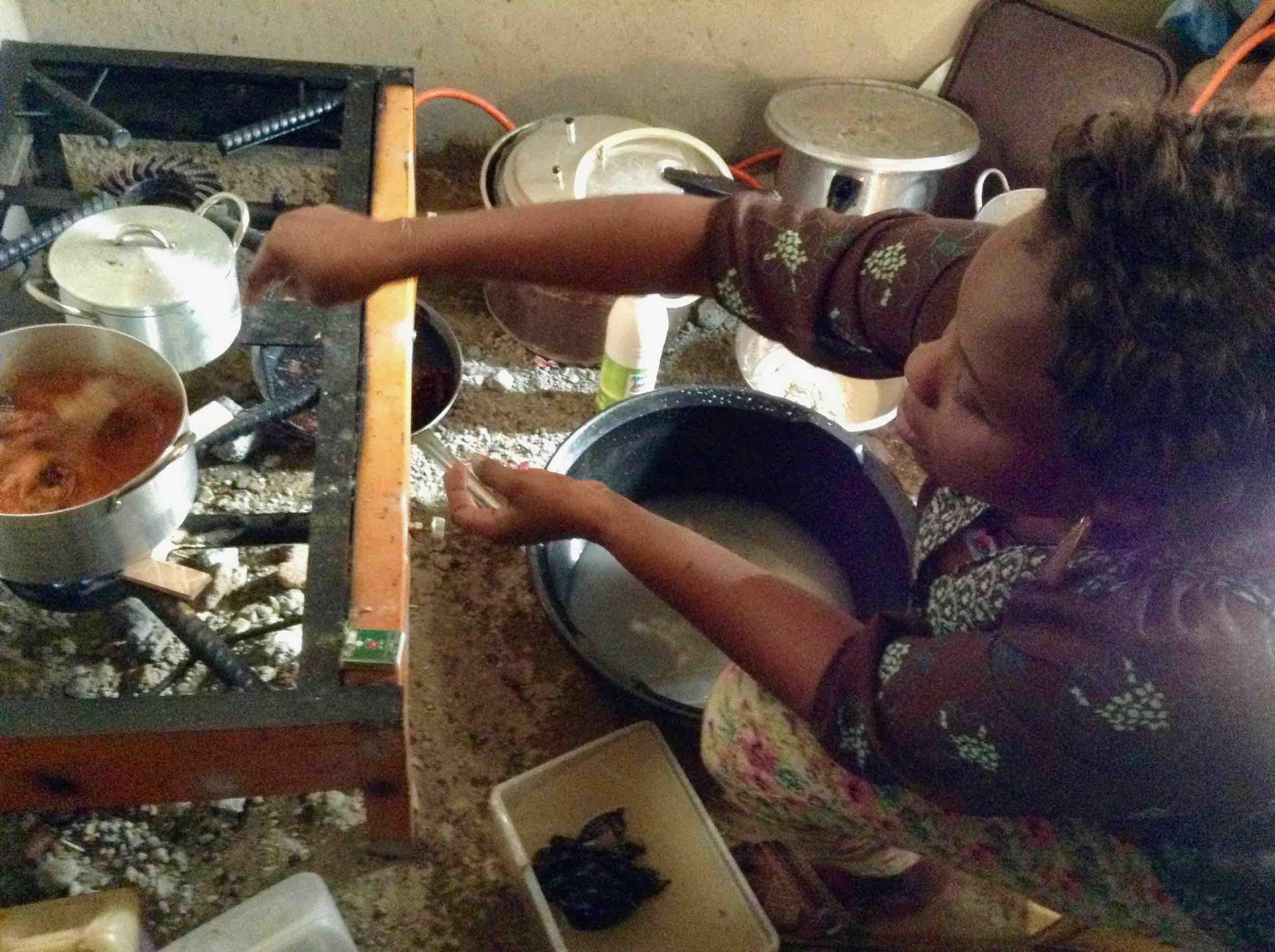 Cooking Igbo fish pepper soup, Ushafa Village, Abuja, Nigeria. #JujuFilms