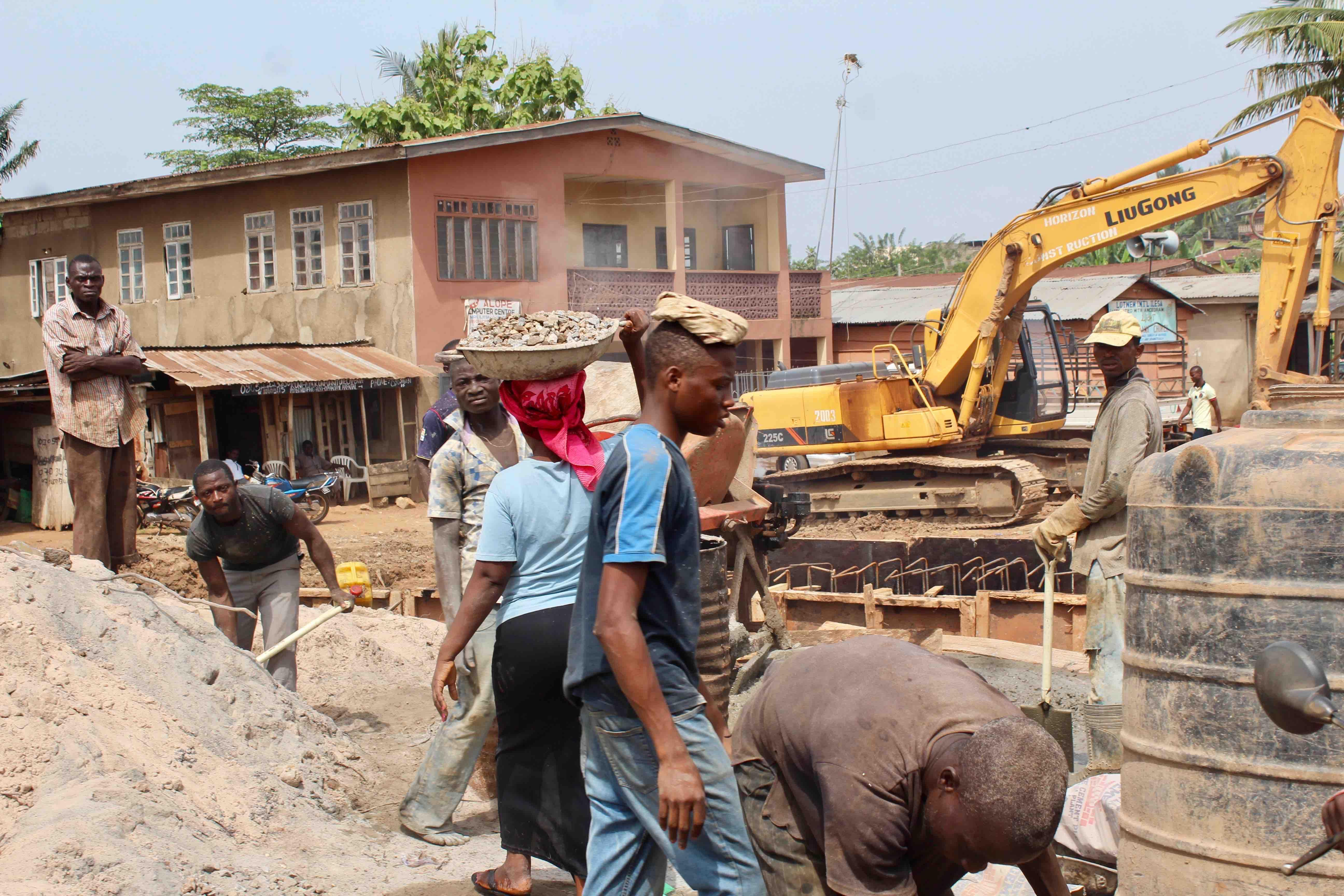 Roadwork, Ilesa-Oshogbo Road, Ilesa, Osun State, Nigeria. #JujuFilms