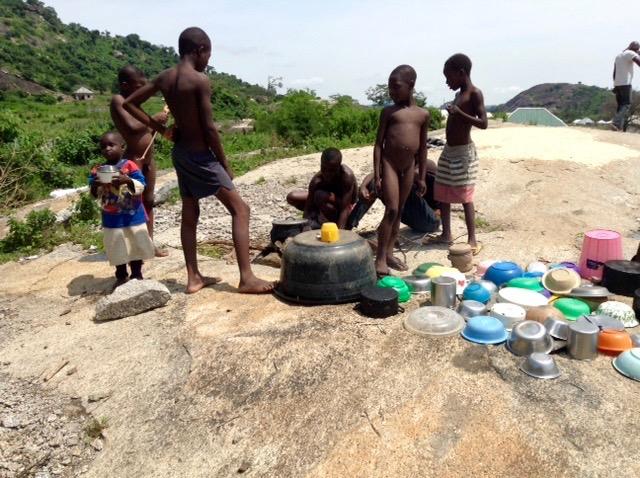 Children washing dishes, Usuma Lake, Ushafa Village, FCT, Abuja, Nigeria, #JujuFilms